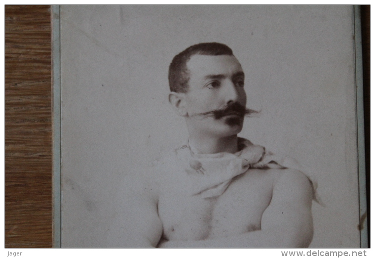Photo XIX°  Grece  L'Homme Torse Nu Vers 1890  Cabinet   Photographe Grec - Photographs