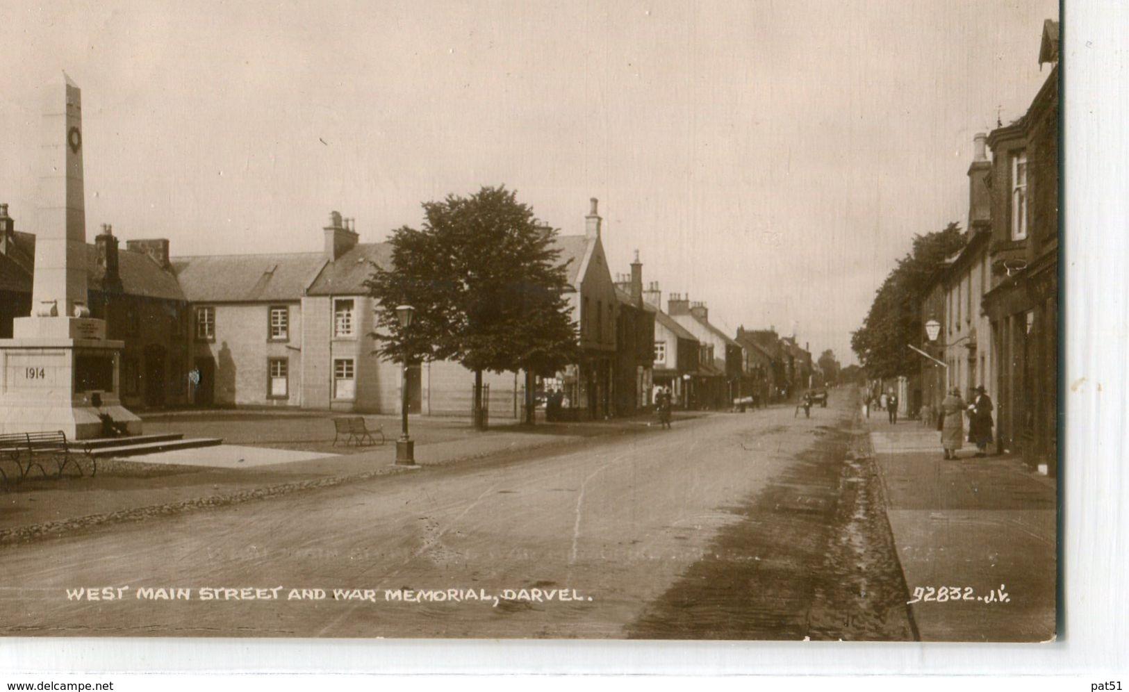 UNITED KINGDOM / ROYAUME - UNI - Darvel : West Main Street And War Memorial - Ayrshire