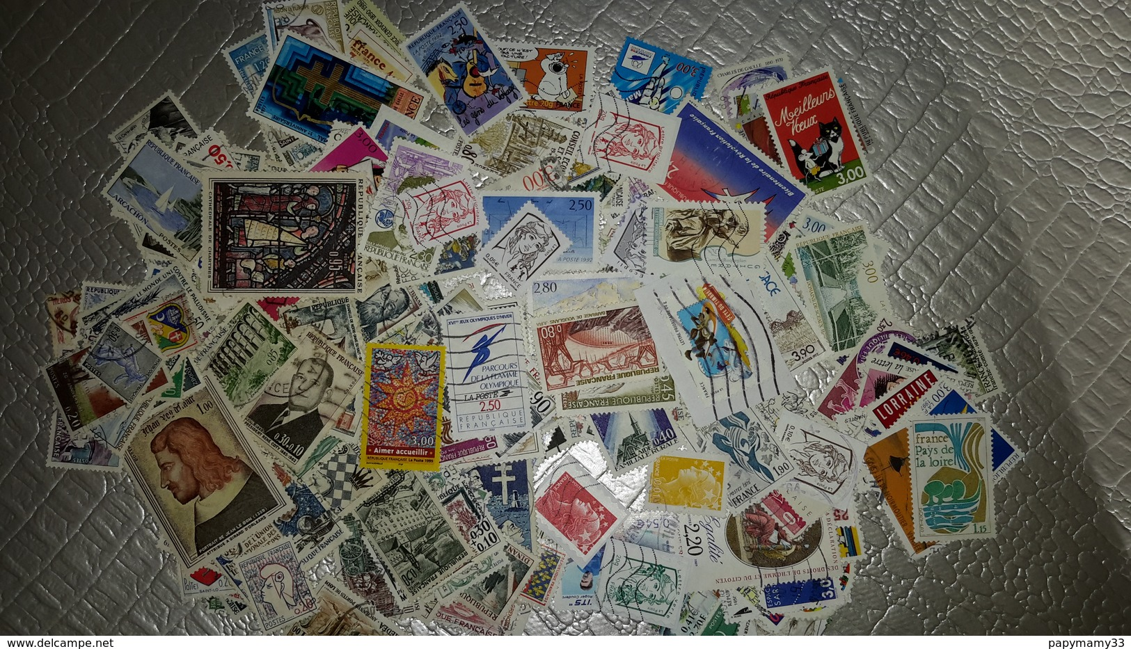 210 Timbres Différents Oblitérés - Postzegels