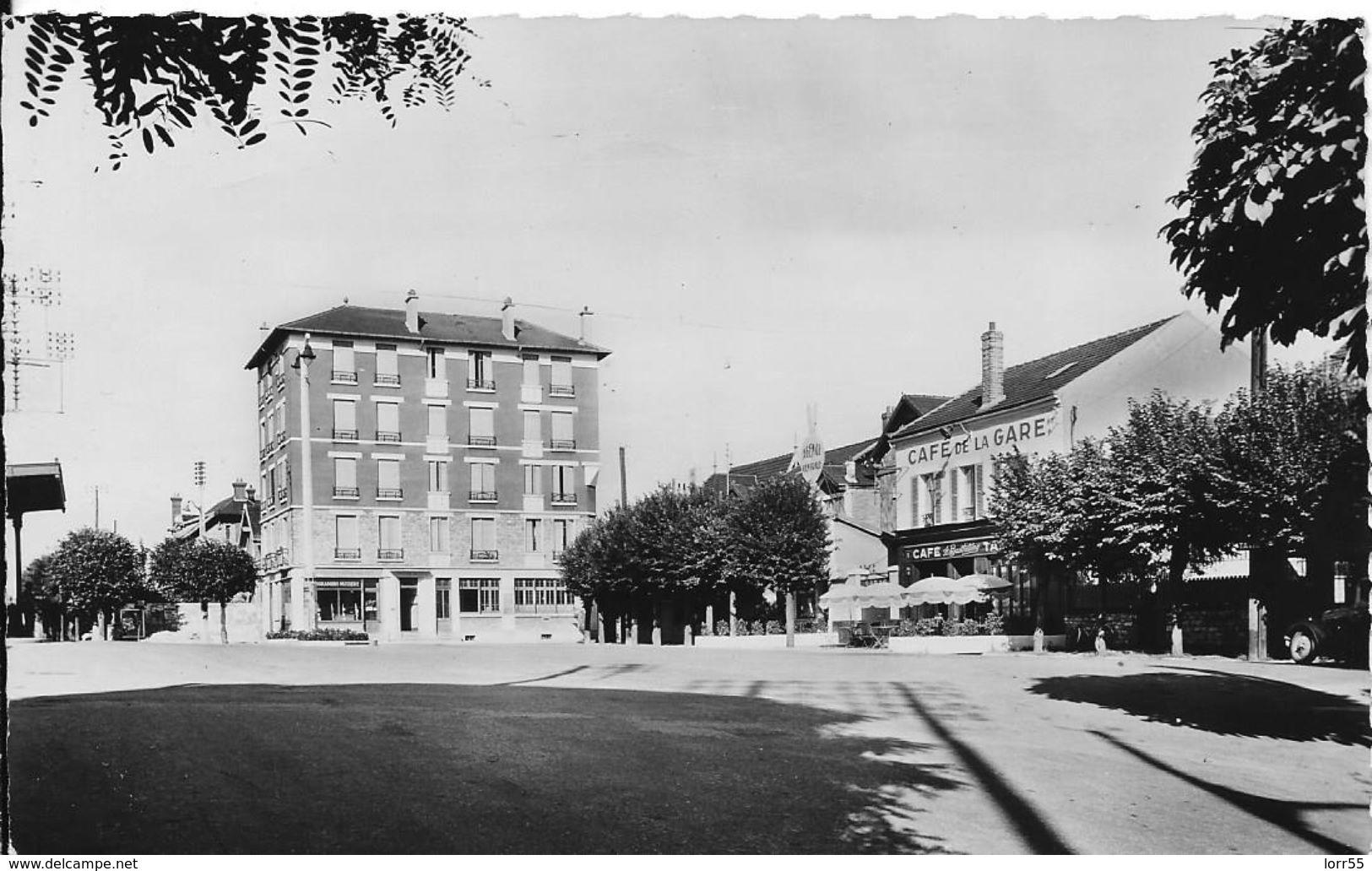 78 -- CONFLANS-STE-HONORINE - PLACE DE LA GARE - Conflans Saint Honorine