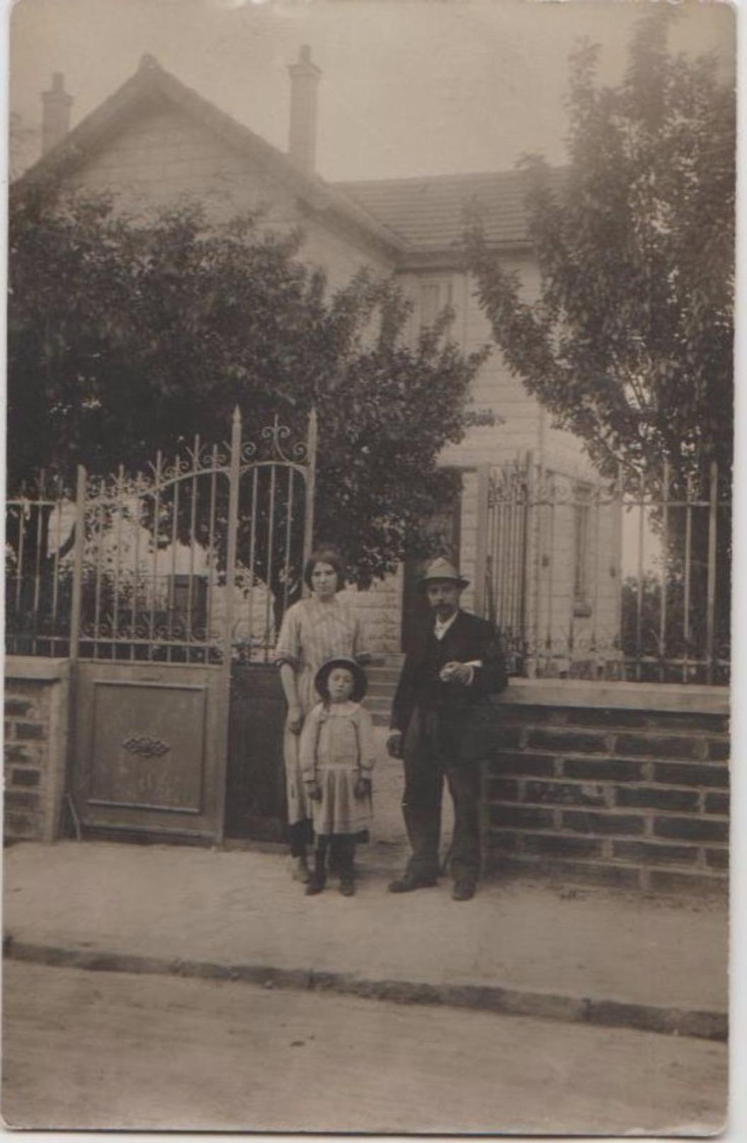 CPA PHOTO 93 AULNAY SOUS BOIS Porte D'entrée D'un Pavillon Germaine RENAuD Et Père Pendant Le Guerre 1914 1918 Rare - Aulnay Sous Bois