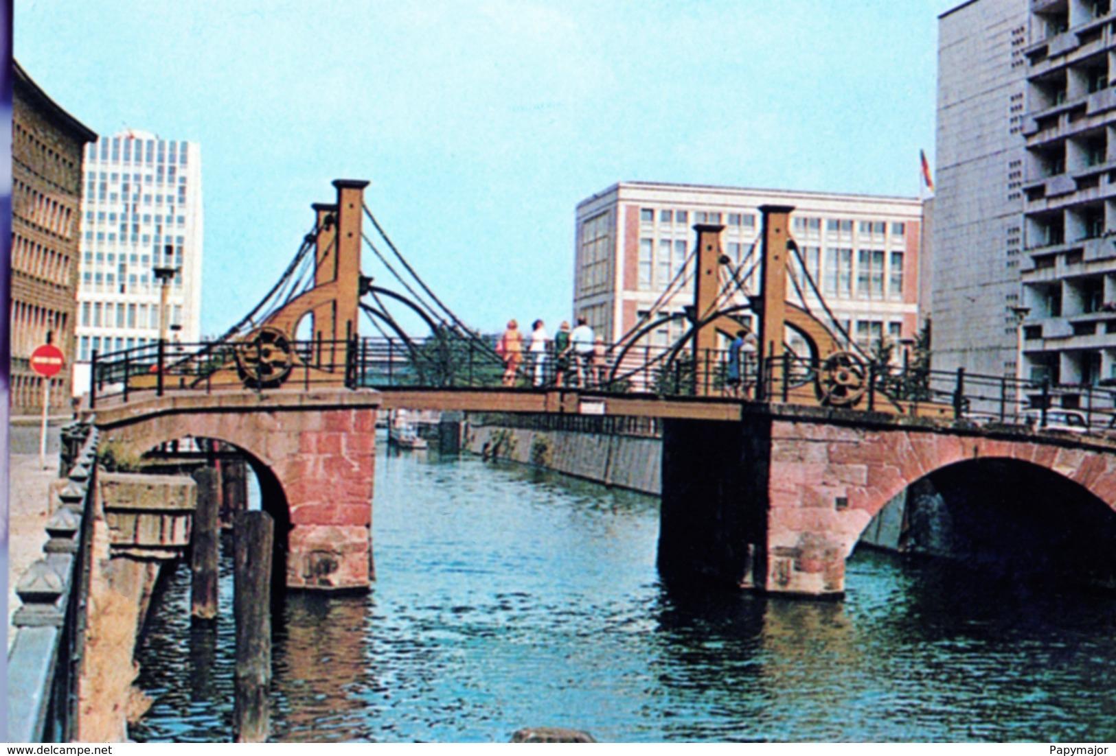 Militaria Guerre Froide - Berlin-Est - DDR 1985 -   Le Pont Des Vierges - Jungfernbrücke - Documents