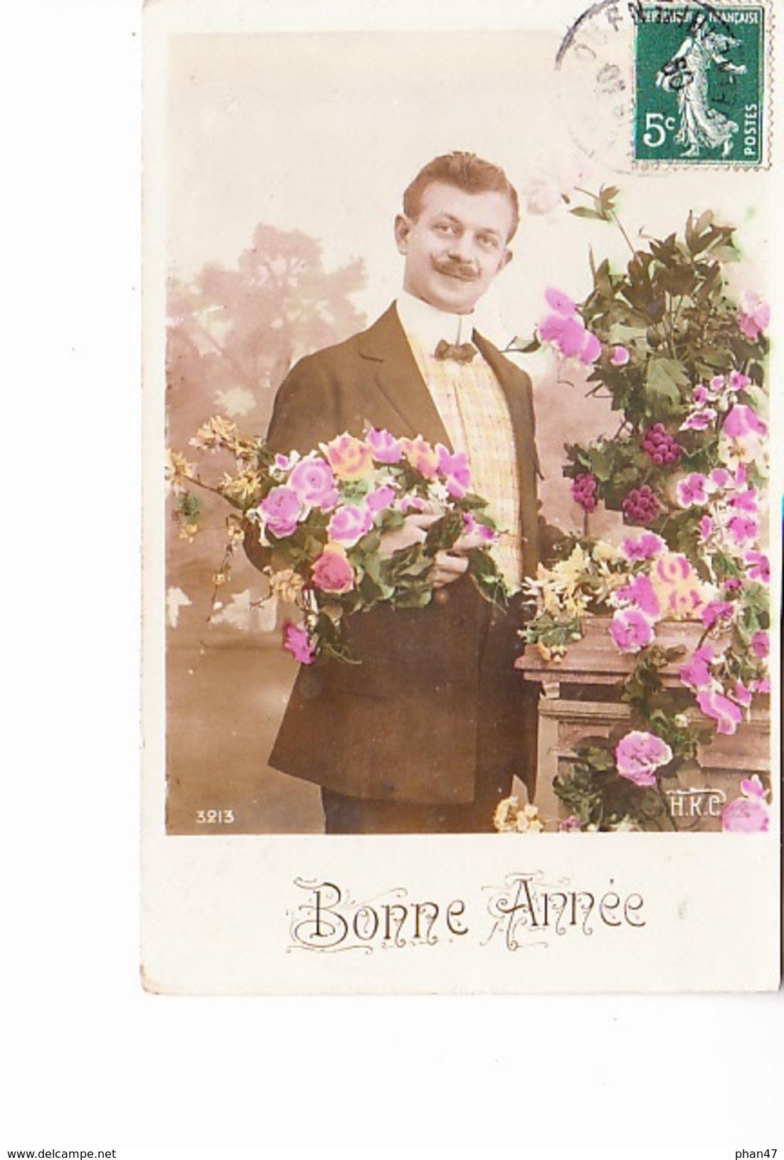 BONNE ANNEE, Jeune Homme Présentatnt Des Roses, Ed. H.K.C. 1907 - Nouvel An