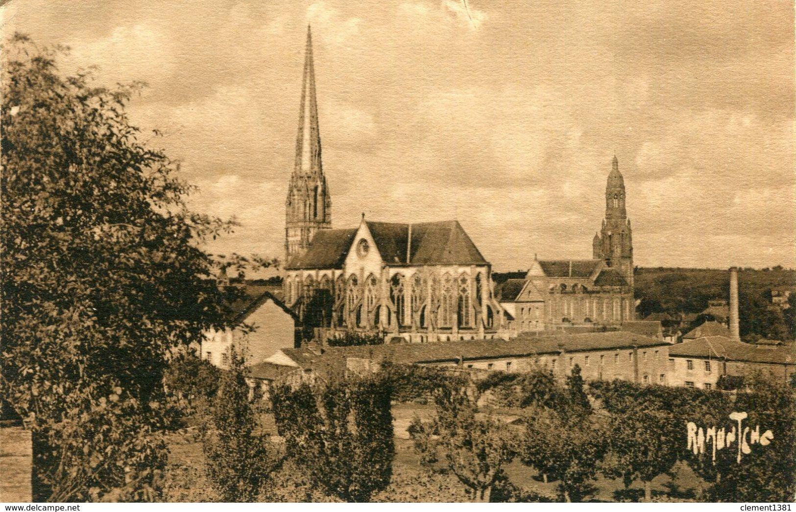 Saint Laurent Sur Sevre Chapelle Des Filles De La Sagesse Et Eglise Paroissiale - Frankreich