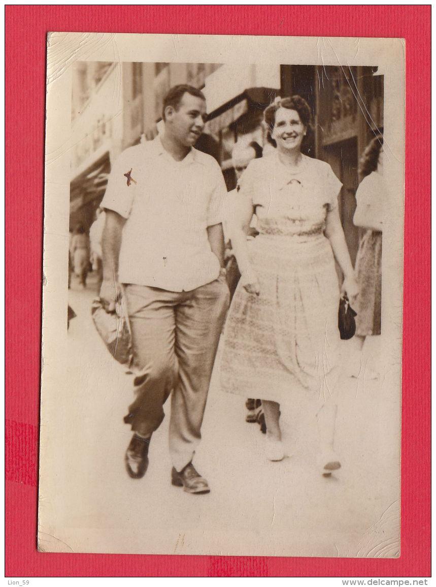 220819 / Real Photo SOFIA - MAN LYUBCHO AND WOMAN DONKA STAMENOVA STREET , Bulgaria Bulgarie Bulgarien Bulgarije - Personnes Anonymes