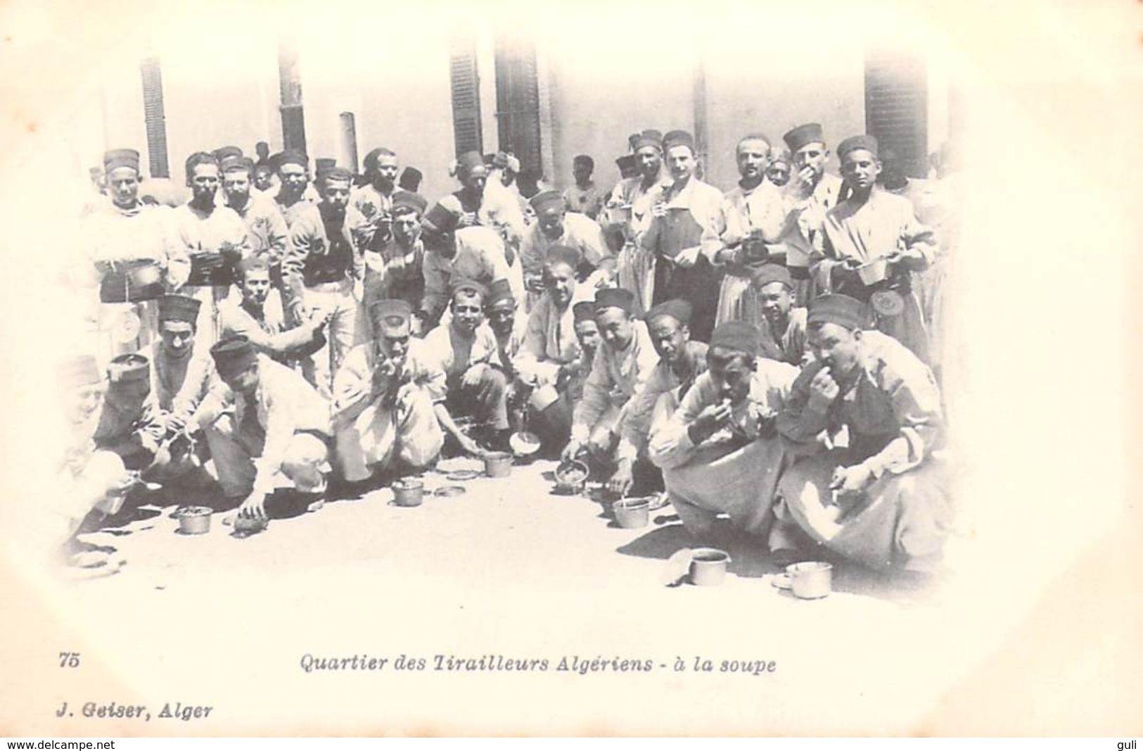 Afrique -Algérie  Quartier Des Tirailleurs Algériens A La Soupe  (militaria GEISER Alger N° 75)*PRIX FIXE - Scènes & Types