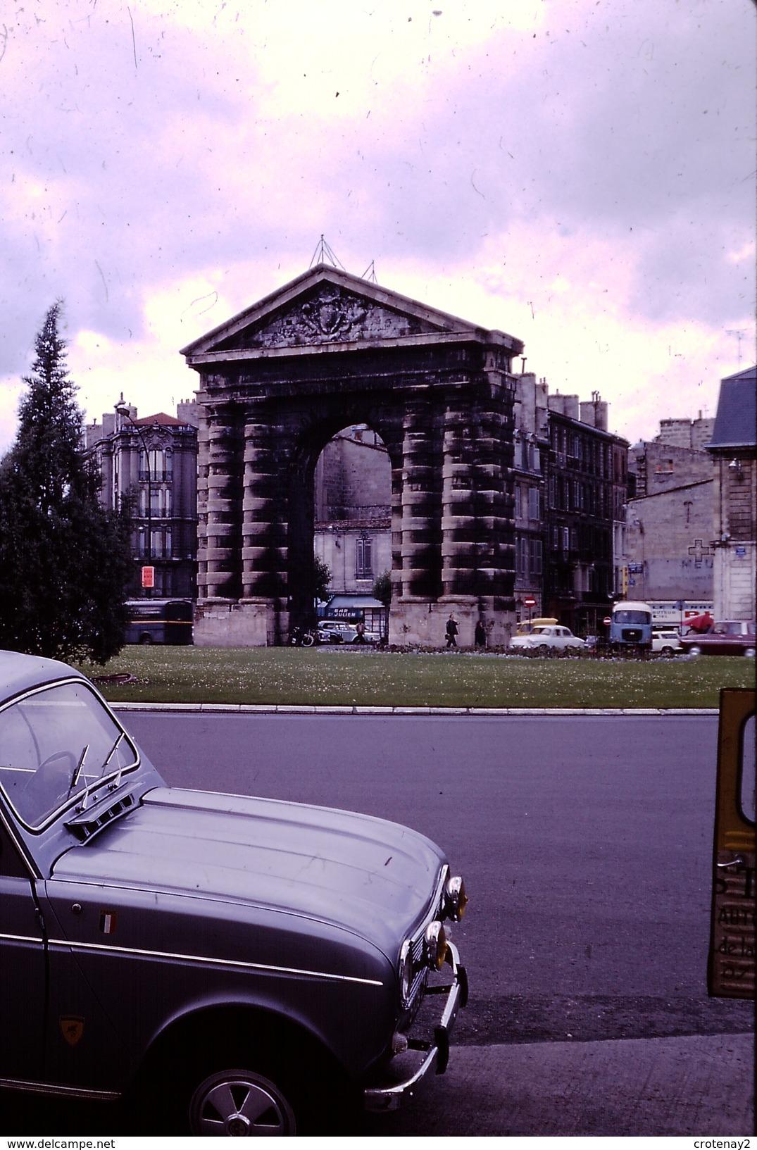 Photo Diapo Diapositive Slide Bordeaux En 1968 Renault 4L Avec Anti-brouillards Dyna Panhard VOIR ZOOM - Diapositives (slides)