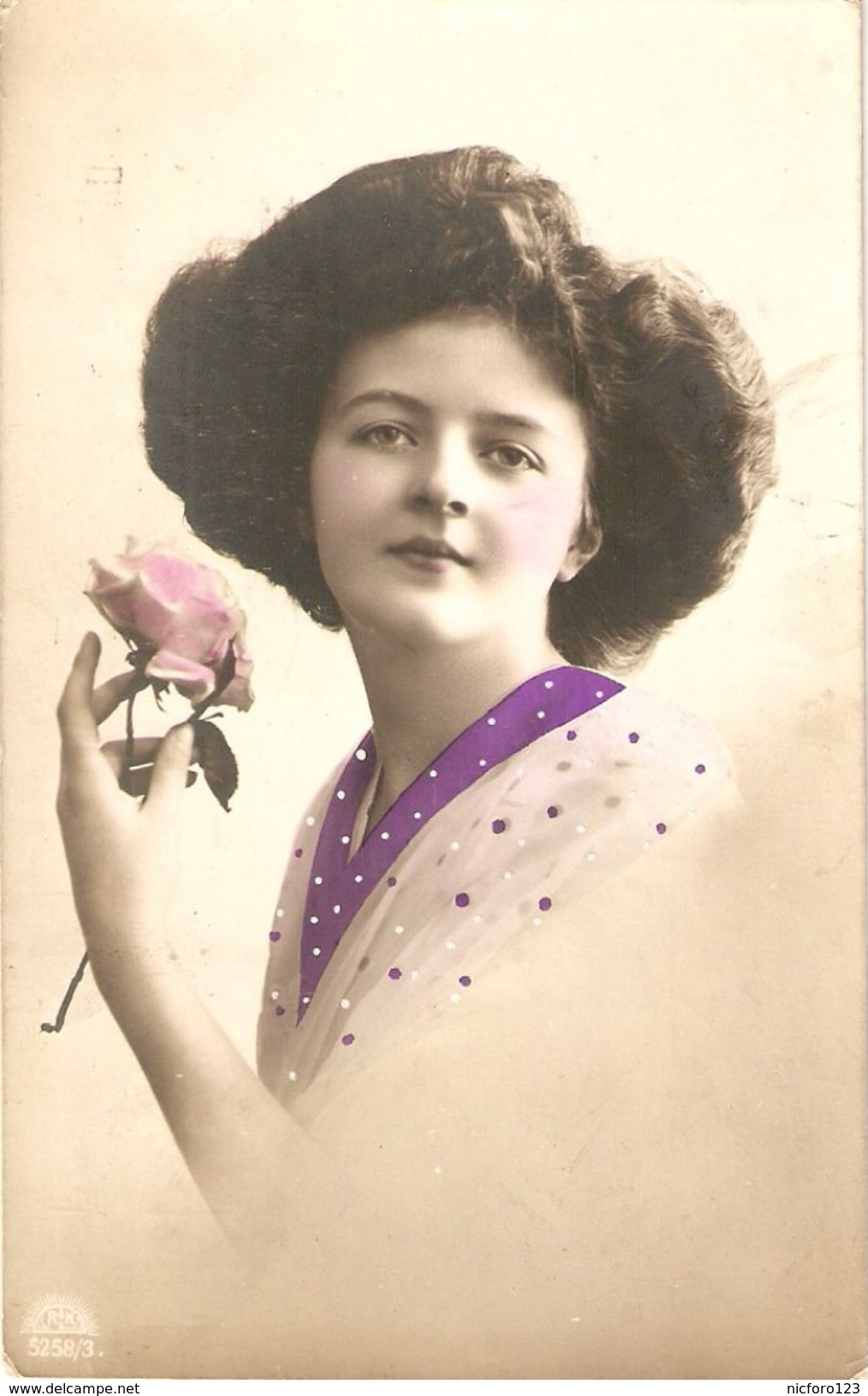 """""""Beautiful Woman In Purple With A Pink  Rose"""" Nice Old Vintage English Postcard - Mujeres"""