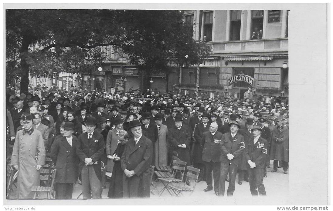 AK 0819  Leoben - Religiöse Versammlung ( Kamaradschaftsbund , Auszeichnungen ) / Cafe Styria Ca. Um 1950 - Leoben