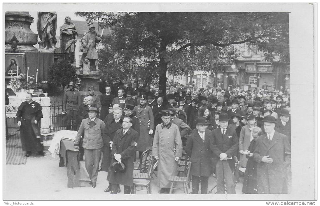 AK 0819  Leoben - Religiöse Versammlung ( Kamaradschaftsbund , Auszeichnungen ) / Altar Ca. Um 1950 - Leoben