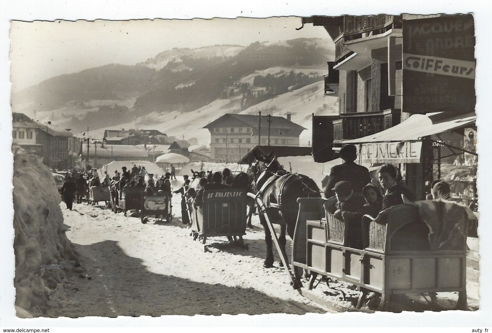 Superbe Lot De 20 Cartes Anciennes Et Semi-modernes Animées Et/ou Petits Villages - Postcards