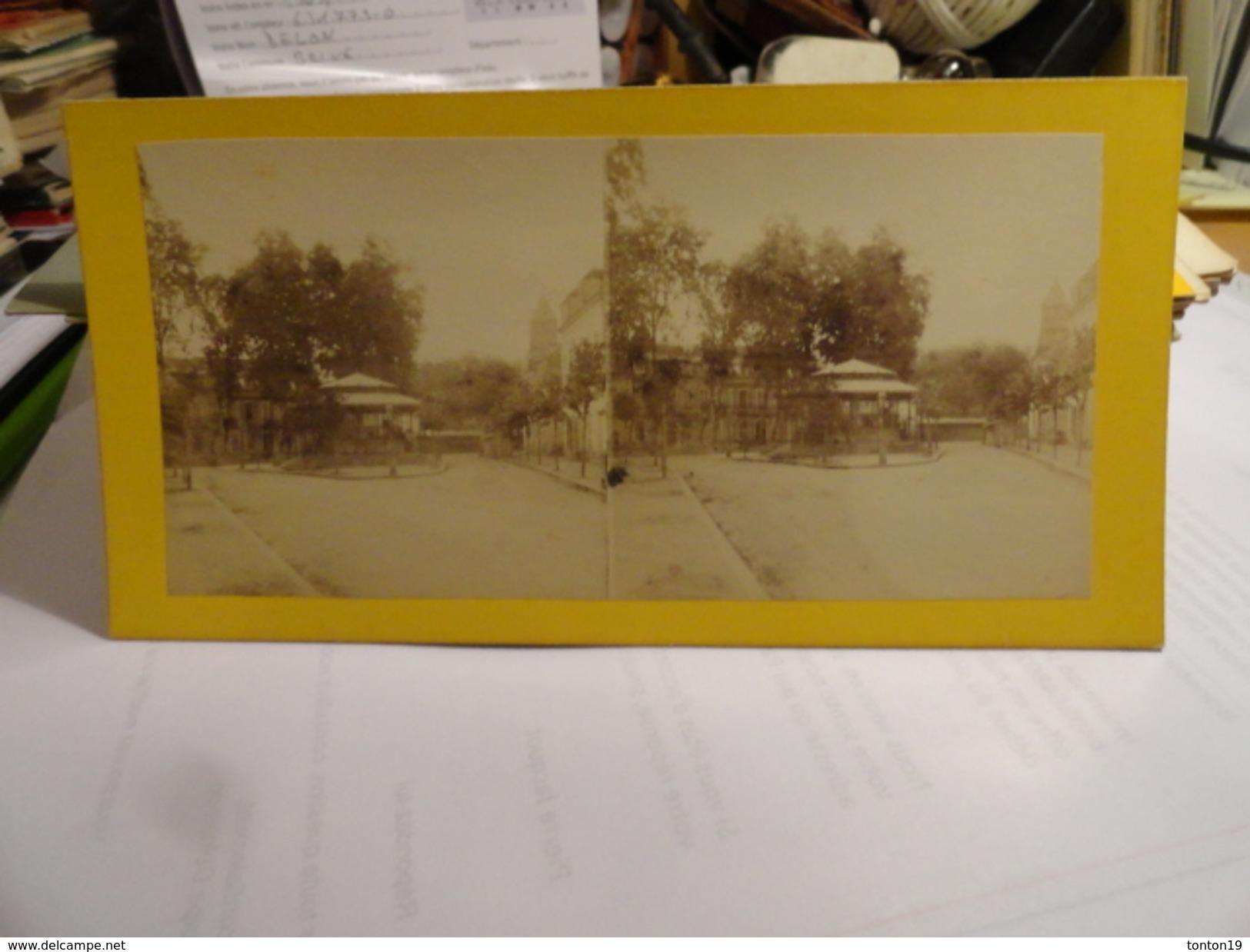 VICHY- Fontaine Rosalie Ou De L'hôpital à Vichy - Photos Stéréoscopiques