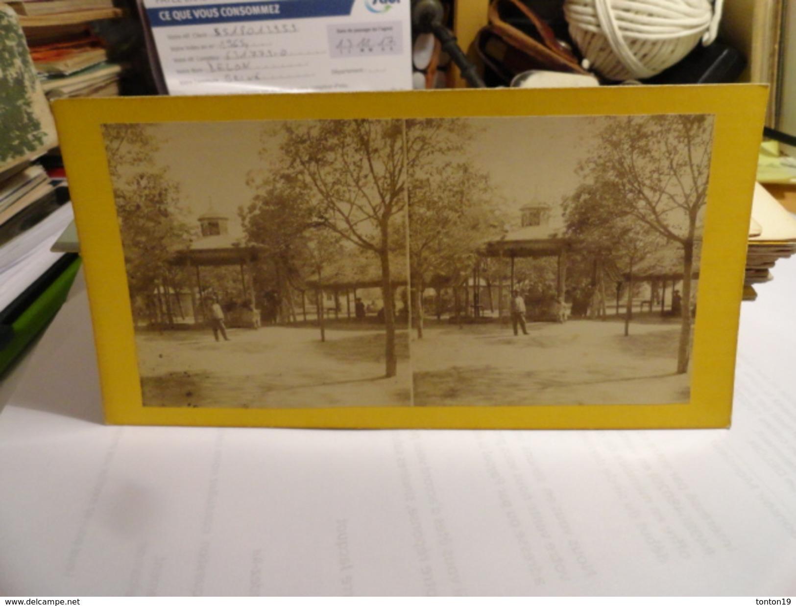 VICHY- Fontaine Lardy Côté De L'entrée. à Vichy - Photos Stéréoscopiques
