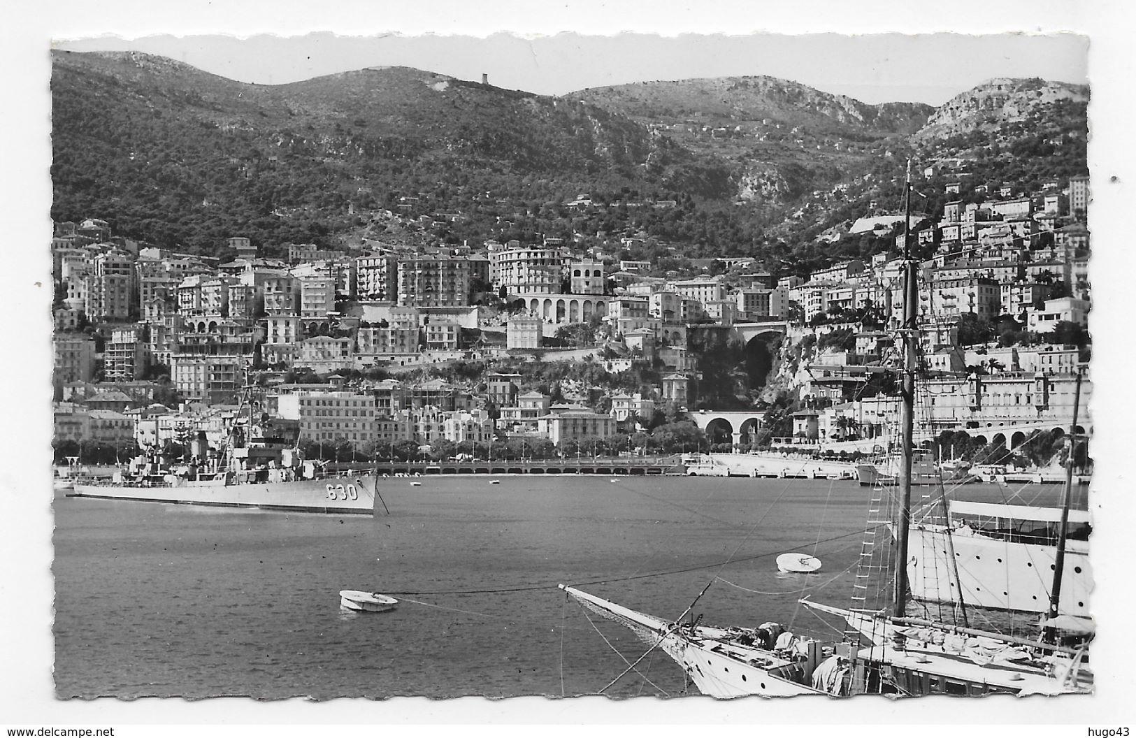 (RECTO / VERSO) MONACO EN 1955 - N° 1/82 - LE PORT AVEC BATEAU MILITAIRE - FLAMME ET TIMBRE DE MONACO - CPA VOYAGEE - Harbor