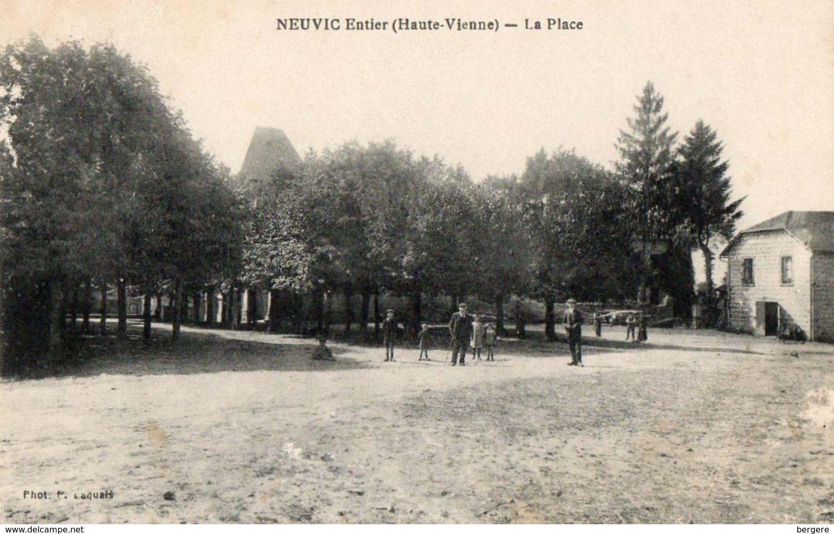 CPA NEUVIC ENTIER. La Place, - France