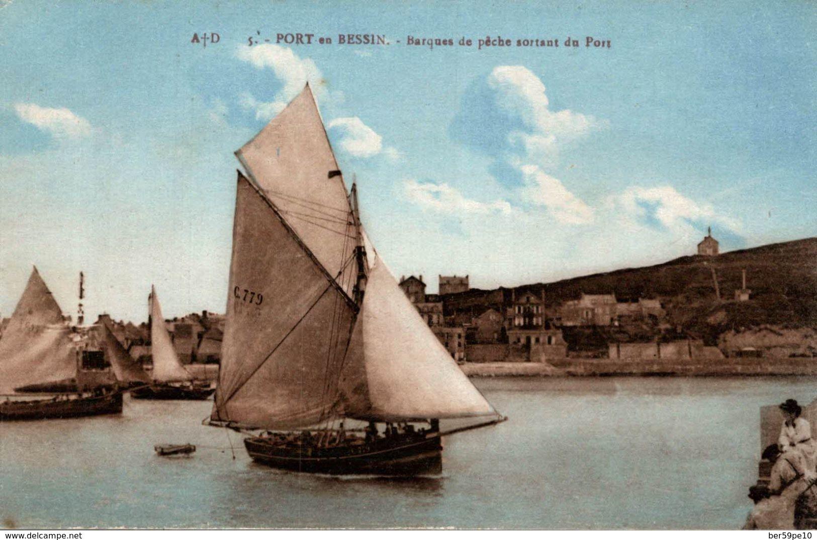 14 PORT-EN-BESSIN BARQUES DE PECHE SORTANT DU PORT - Port-en-Bessin-Huppain