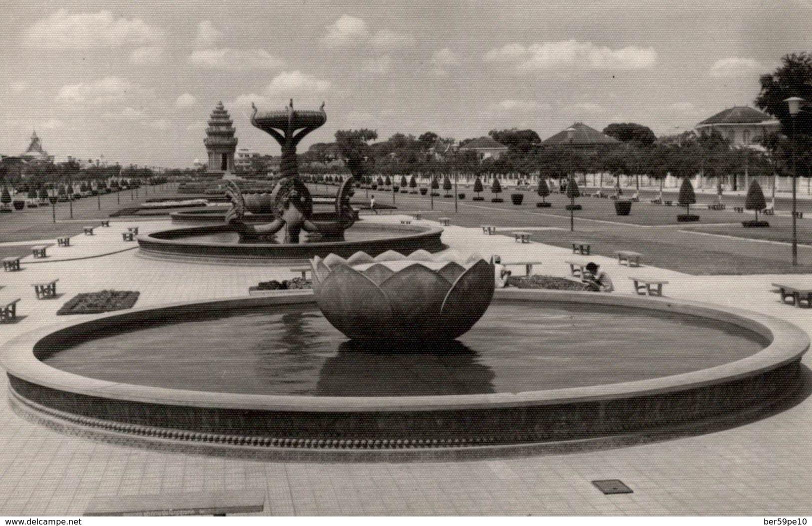 CAMBODGE  PHNOM-PENH MONUMENT DE L'INDEPENDANCE - Cambodia