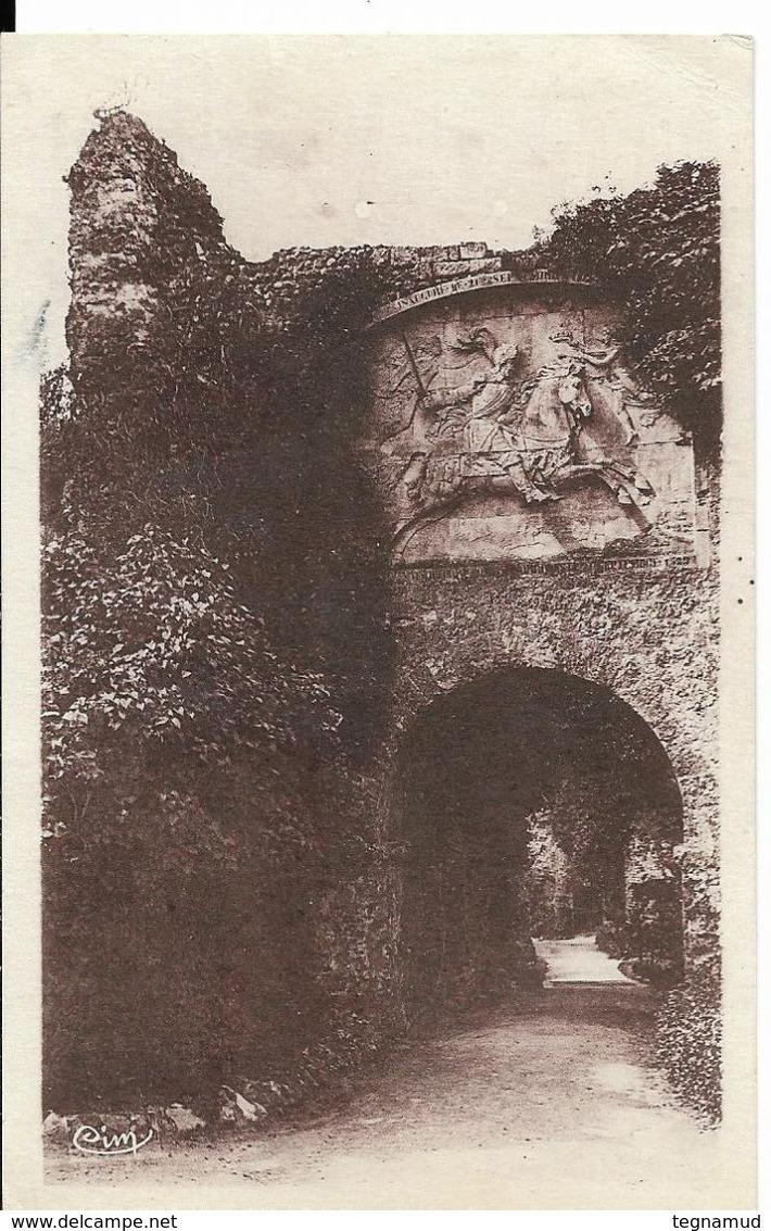 ARQUES LA BATAILLE - Le Château - Bas Relief Henri IV - Arques-la-Bataille