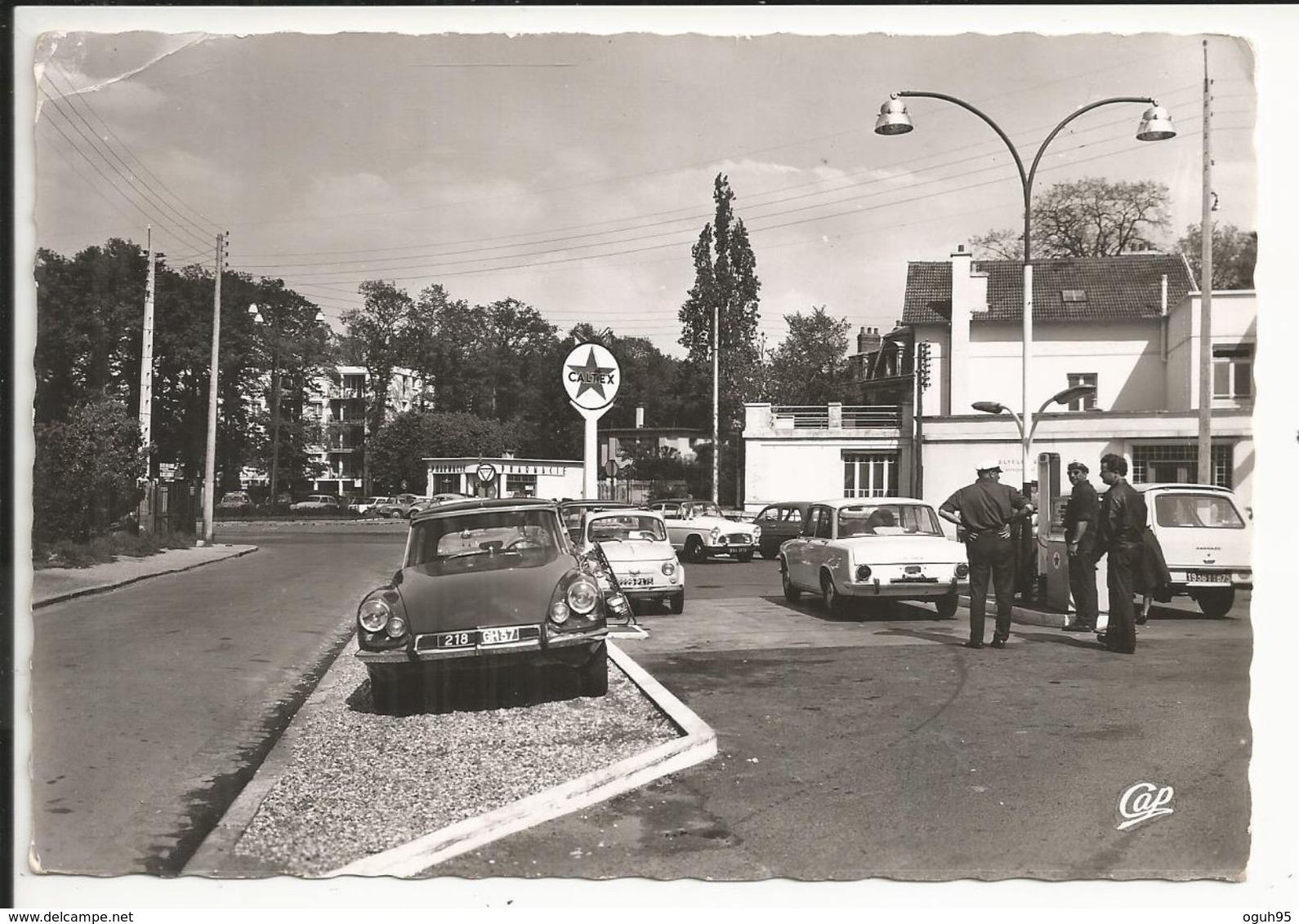 DS 19 CITROEN, Station Service CALTEX à LA CELLE SAINT CLOUD (78) - Beau Plan, Animée - La Celle Saint Cloud