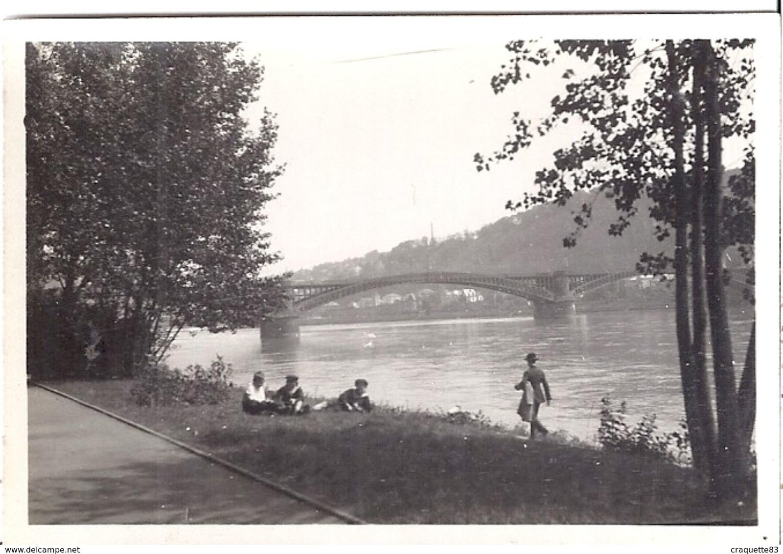 COBLENCE   BORD DU RHIN  Le Pont  1923  Animée - Lieux