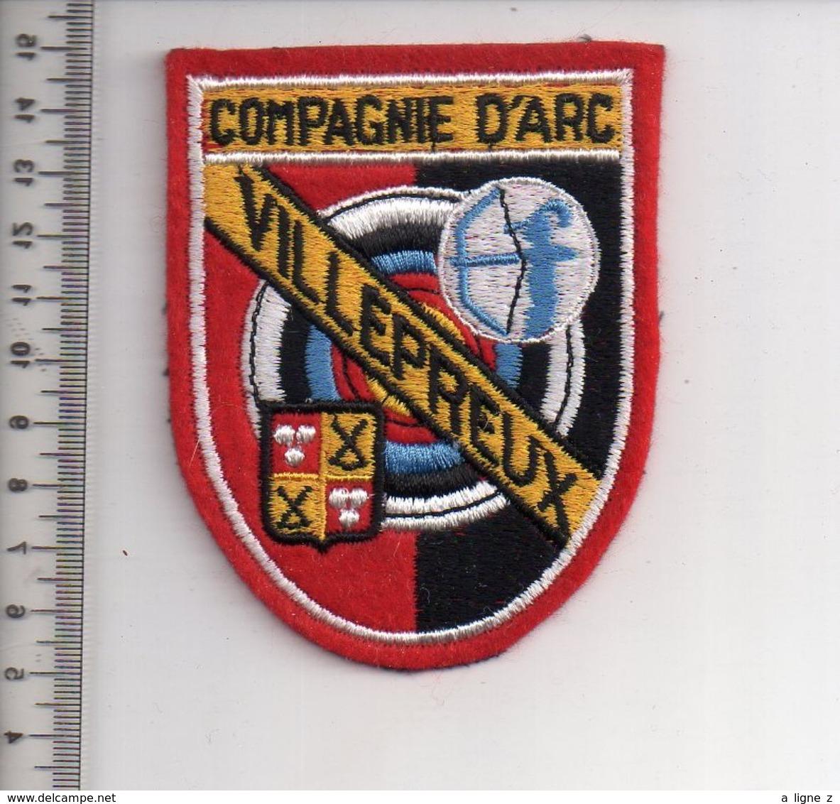REF 10 : Écusson Patch Thème TIR A L'ARC Archerie Archer Arc Club VILLEPREUX - Tir à L'Arc