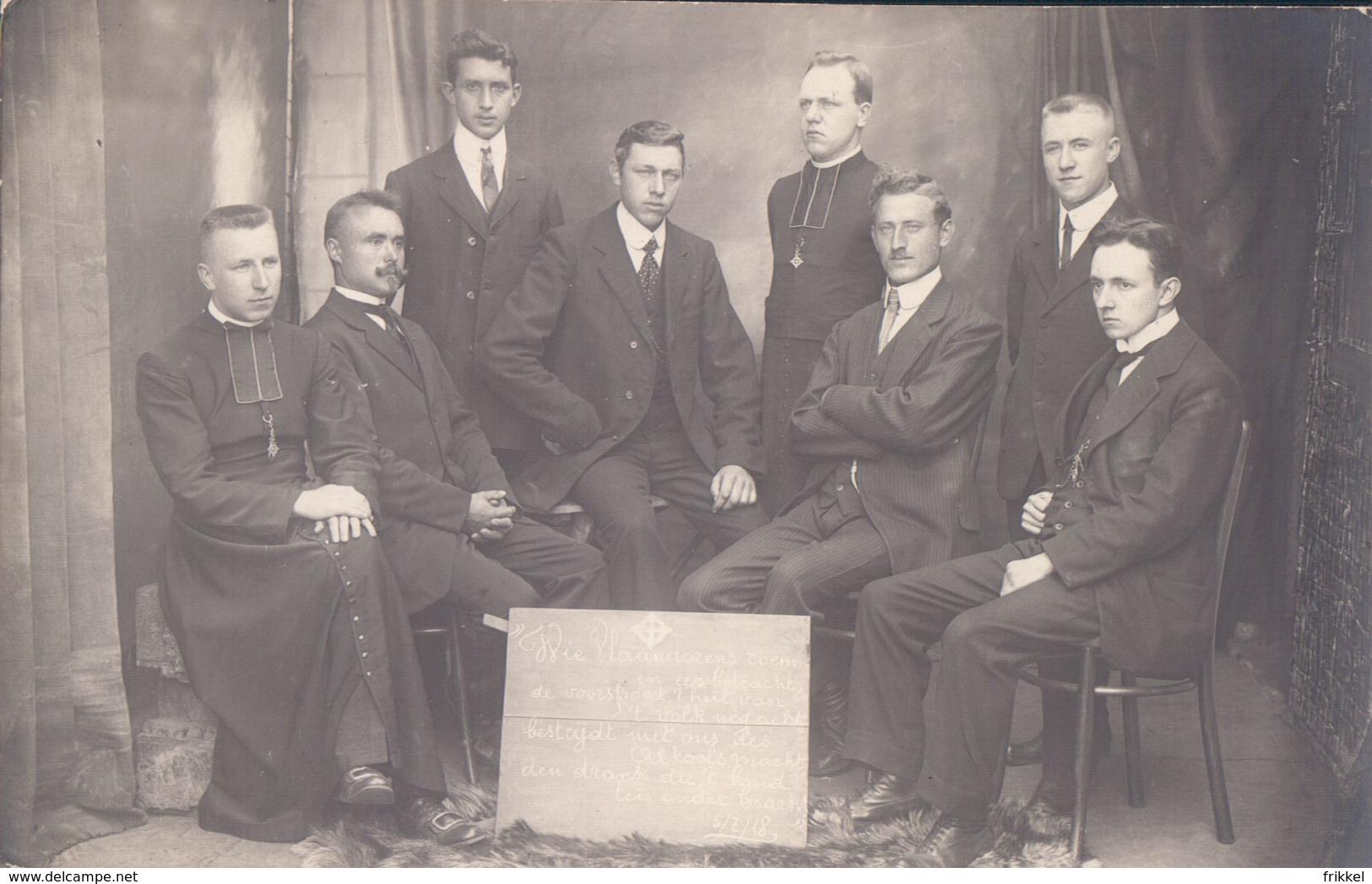 Fotokaart Carte Photo 1918 Groep Mannen Pastoor Priester (Fotograaf De Backer Zele ? Gent ?) - Zele