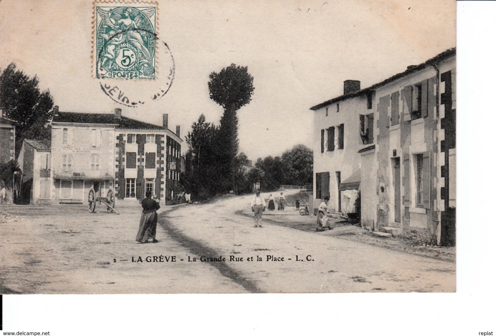 CPA 17  LA GREVE   LA GRANDE RUE ET LA PLACE - Francia