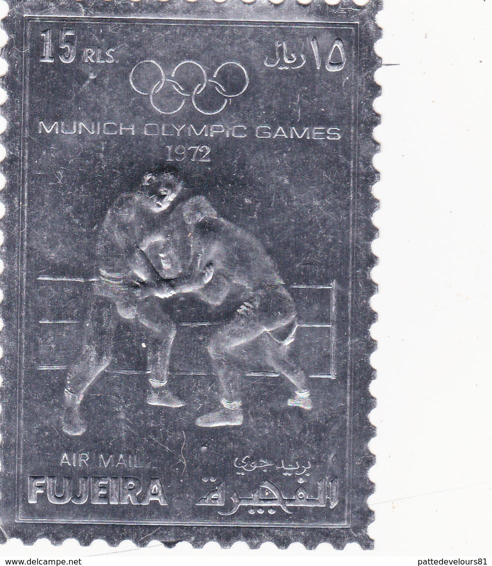 Etiquette De Vin Gaufrée Neuve  7,5 X 11 Jeux Olympiques De MUNICH 1972 FUJEIRA Olympisme J.O. Sport Lutte - Étiquettes De Forme Insolite