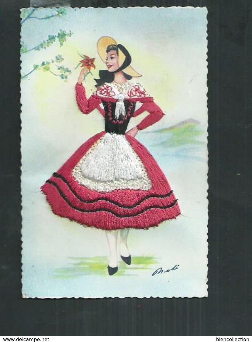 Carte Fantaisie Brodée Costume Régionaux.Le Languedoc - Brodées