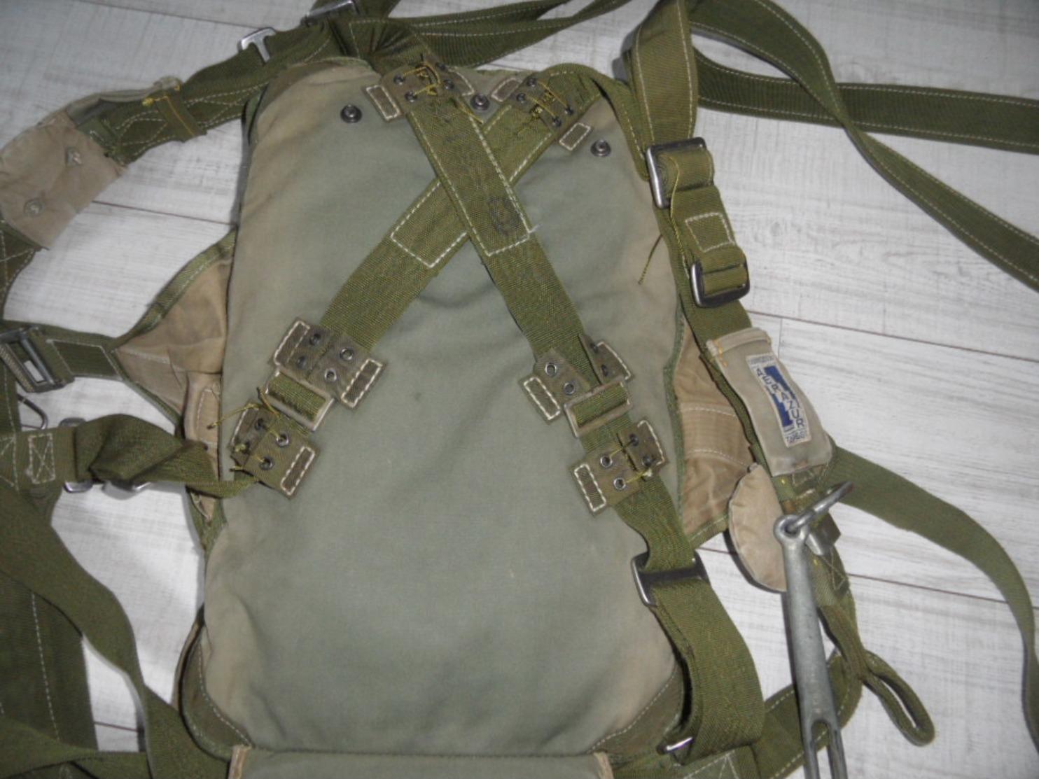 Parachute Dorsal AERAZUR TAP 661,parachutiste,indochine,algérie. - Militaria