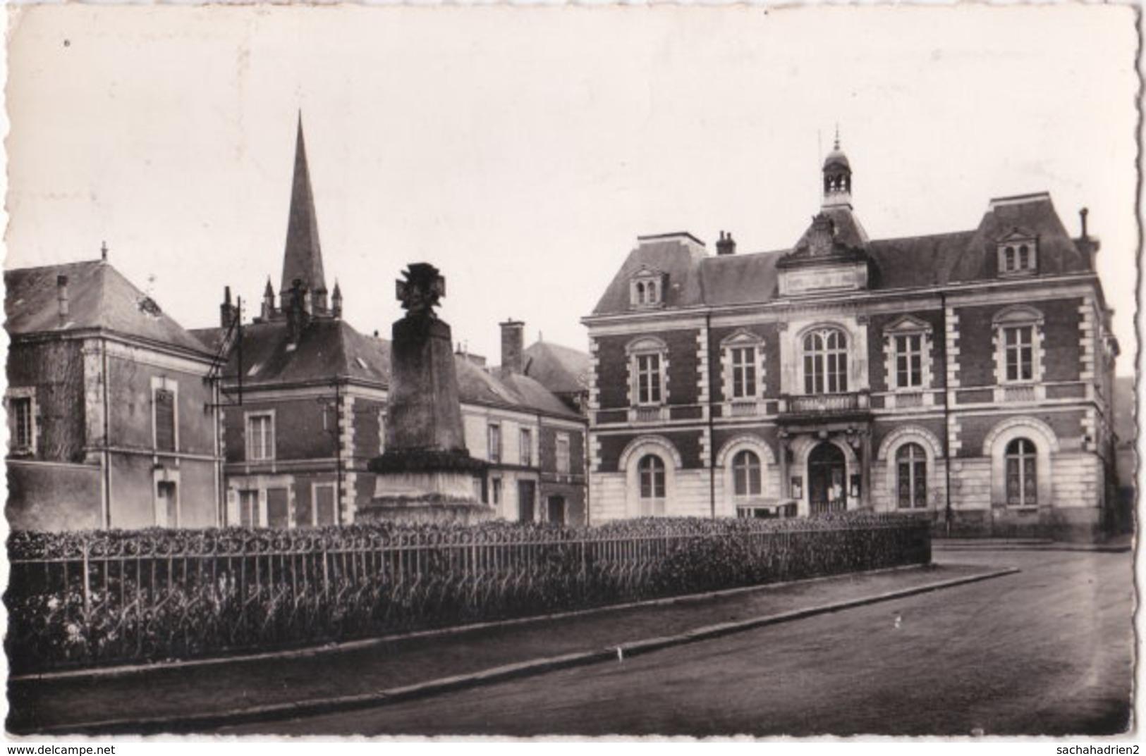 72. Pf. LE LUDE. Place De L'Hôtel-de-Ville. 6 - Andere Gemeenten