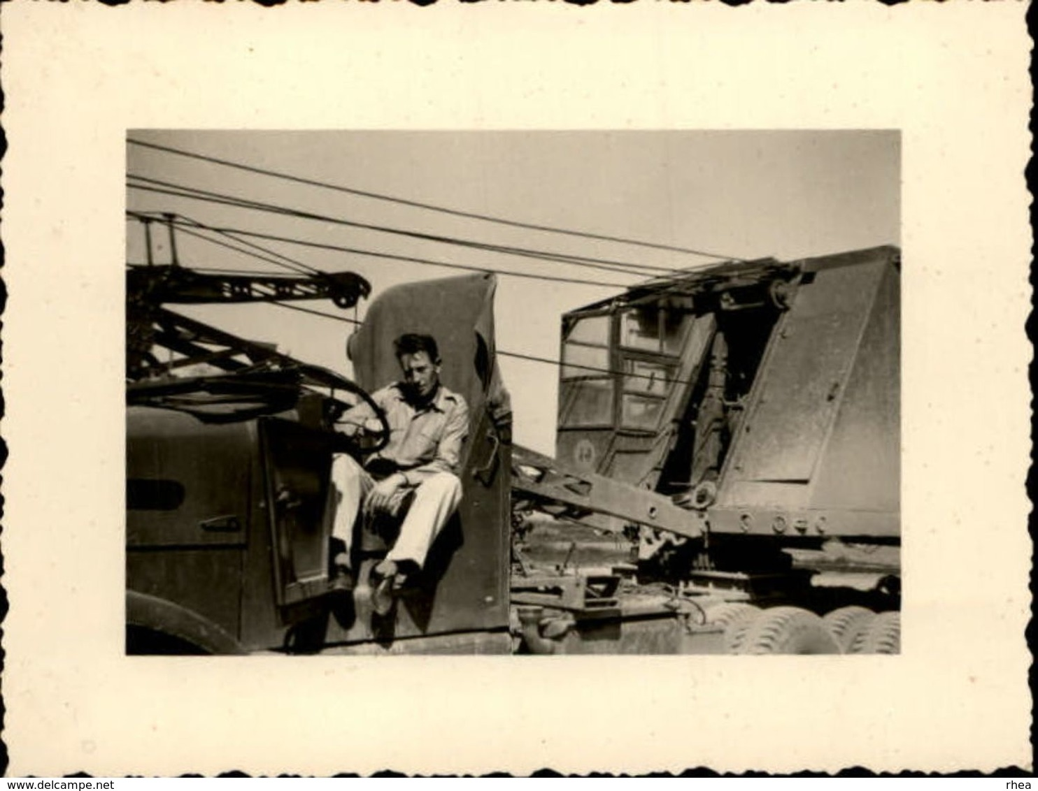 MILITARIA - 4 Photos - Matériel Militaire - Camion Locomotive - Personnages Du 44 Ou 53 - Guerre, Militaire