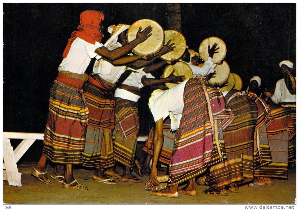 Afrique - Comores GRANDE COMORE TAM TAM à ICONI ( Musique) *PRIX FIXE - Comores