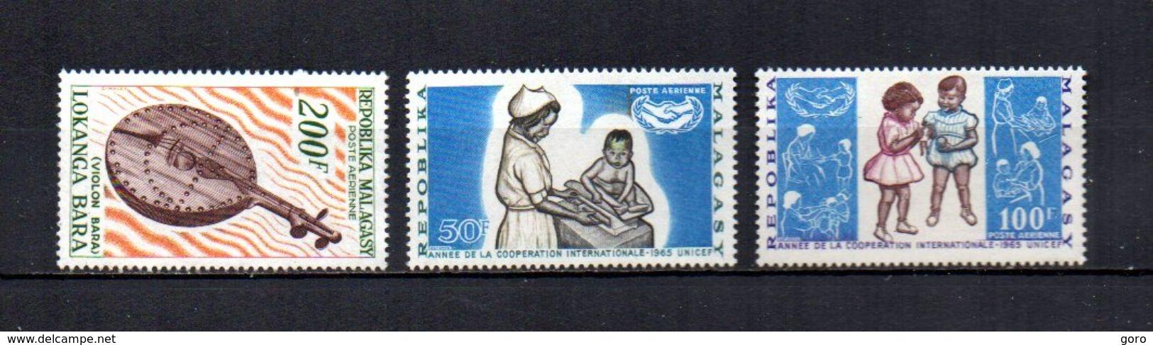 Madagascar   1965   .-   Y&T Nº   97-98/99     Aéreos    (  *   S/goma  ) - Madagascar (1960-...)