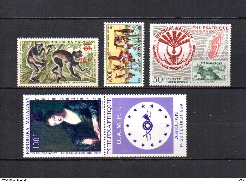 Madagascar   1968-69   .-   Y&T Nº   106-107-108-109     Aéreos    (  *   S/goma  ) - Madagascar (1960-...)