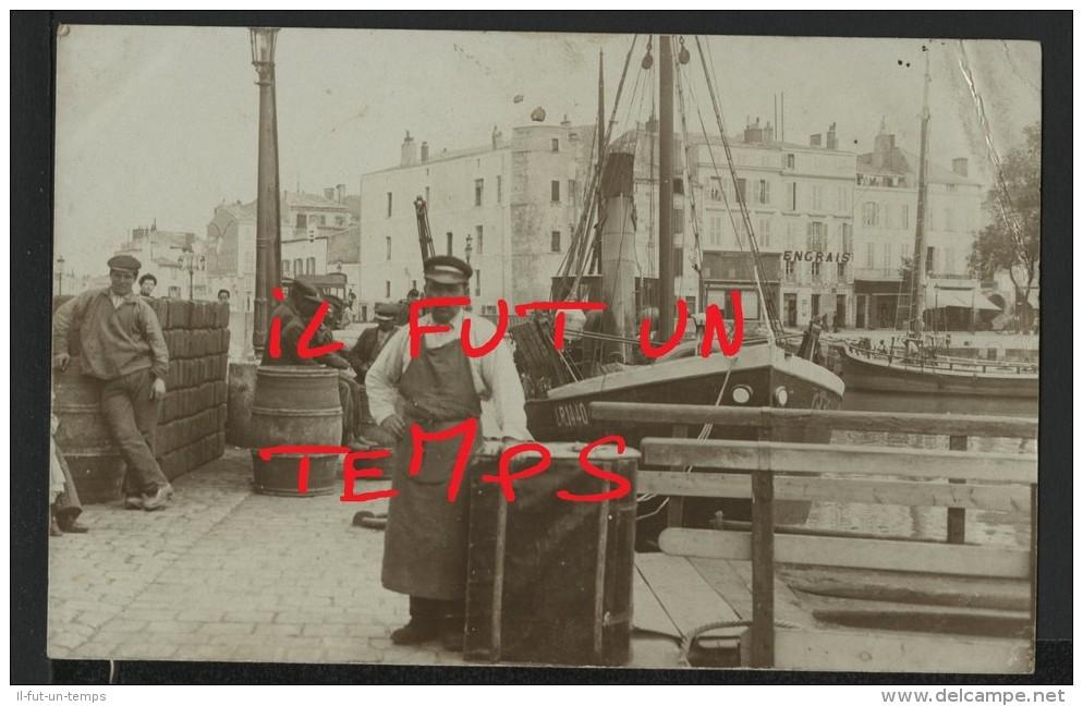 17 LA ROCHELLE - Sur Le Port De Pêche - CPA PHOTO - La Rochelle
