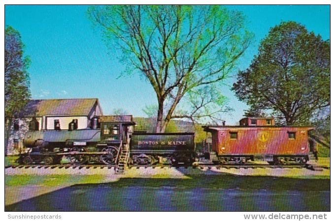 Train Boston & Maine Old Steam Engine & Caboose White Ri