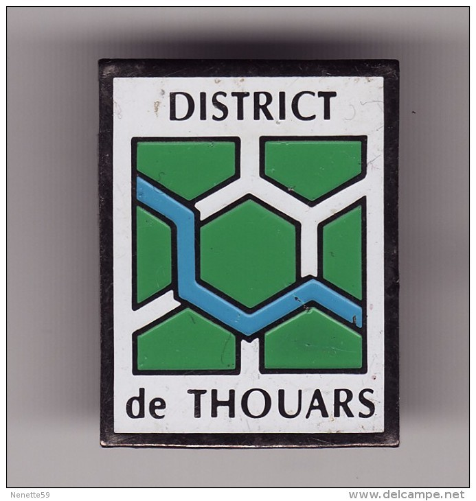 PIN'S - FOOTBALL - District De THOUARS ( Dép 79 ) - Football