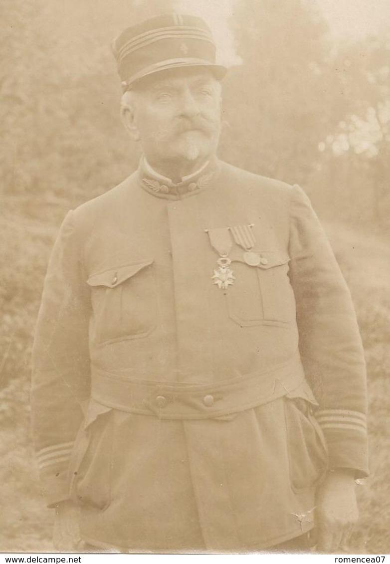 CAPITAINE De L'ARMEE FRANCAISE MEDAILLE - Vers Guerre 1914-18 - Photographie - WW1 - A Voir ! - Guerre, Militaire