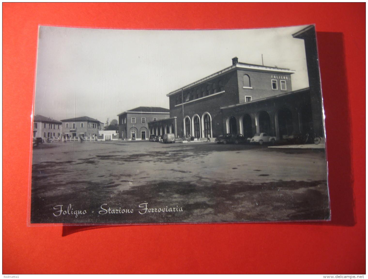 CARTOLINA    FOLIGNO STAZIONE FERROVIARIA     ANIMATA     D -  2258 - Perugia