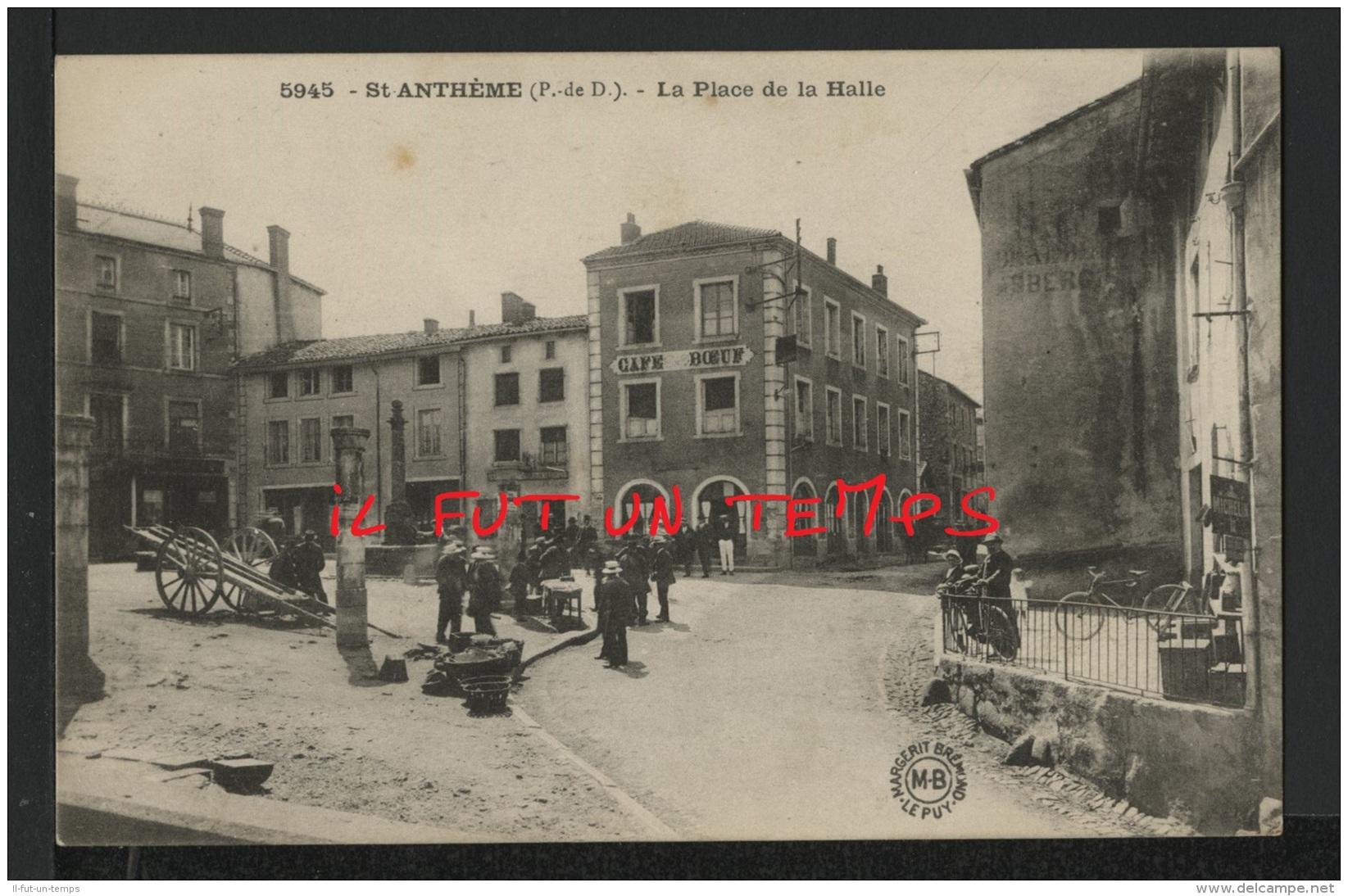 63 SAINT ANTHEME - La Place De La Halle - Autres Communes