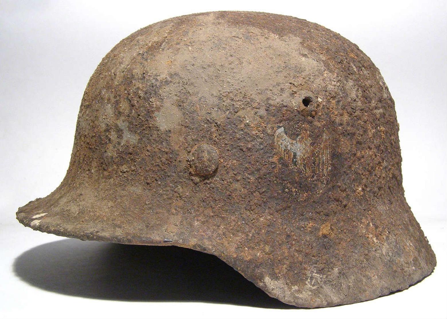Helmet M-35. Wehrmacht. - Uniforms