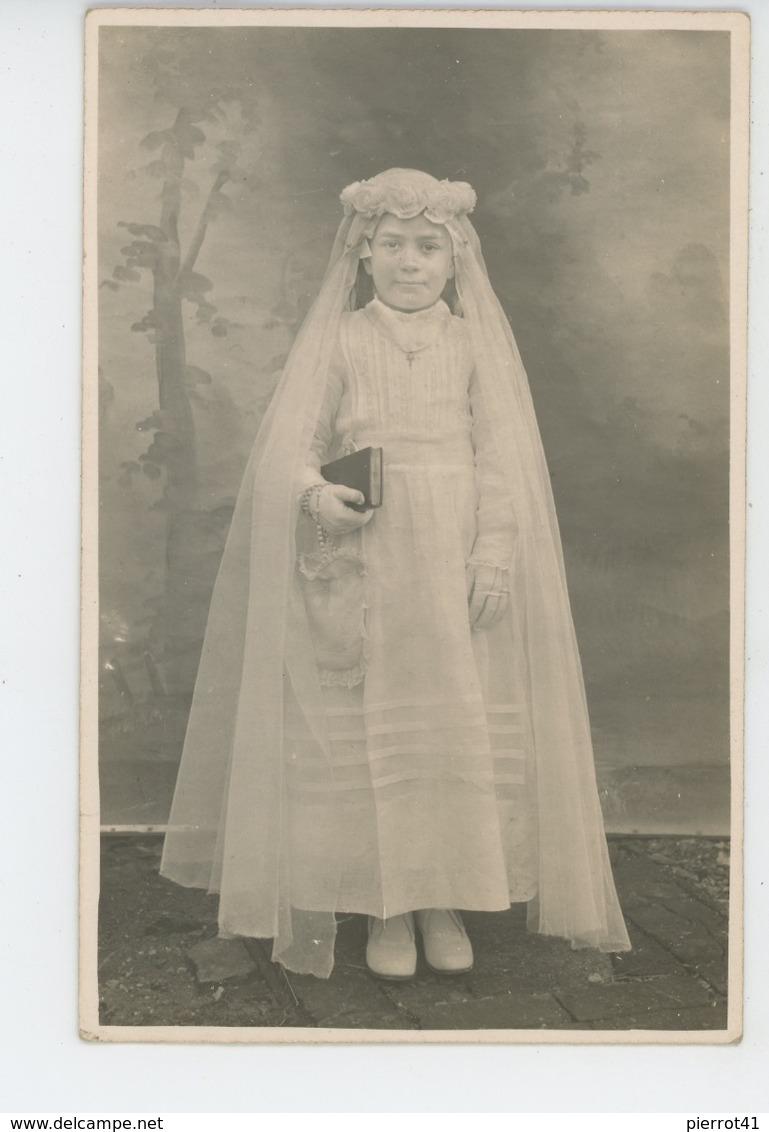 ENFANTS - LITTLE GIRL - MAEDCHEN - Jolie Carte Photo Portrait Fillette Jeune Communiante - Portraits