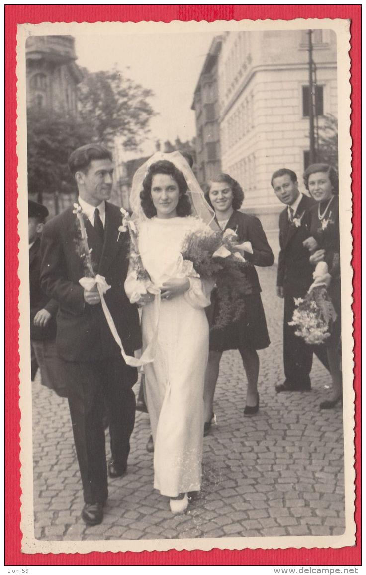 223997 / Real Photo - SOFIA Marriage Mariage WEDDING - Bride And Groom Bridegroom FLOWERS Bulgaria Bulgarie Bulgarien - Personnes Anonymes