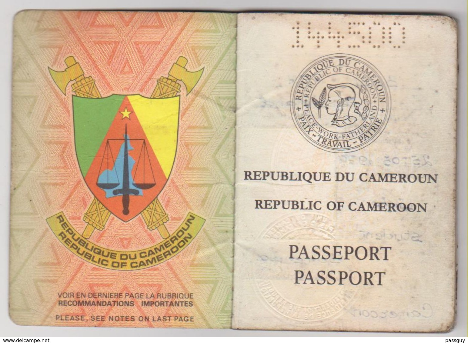 CAMEROUN  Passeport 1992 CAMEROON Passport – Reisepaß – Fiscaux/Revenues - Historische Dokumente
