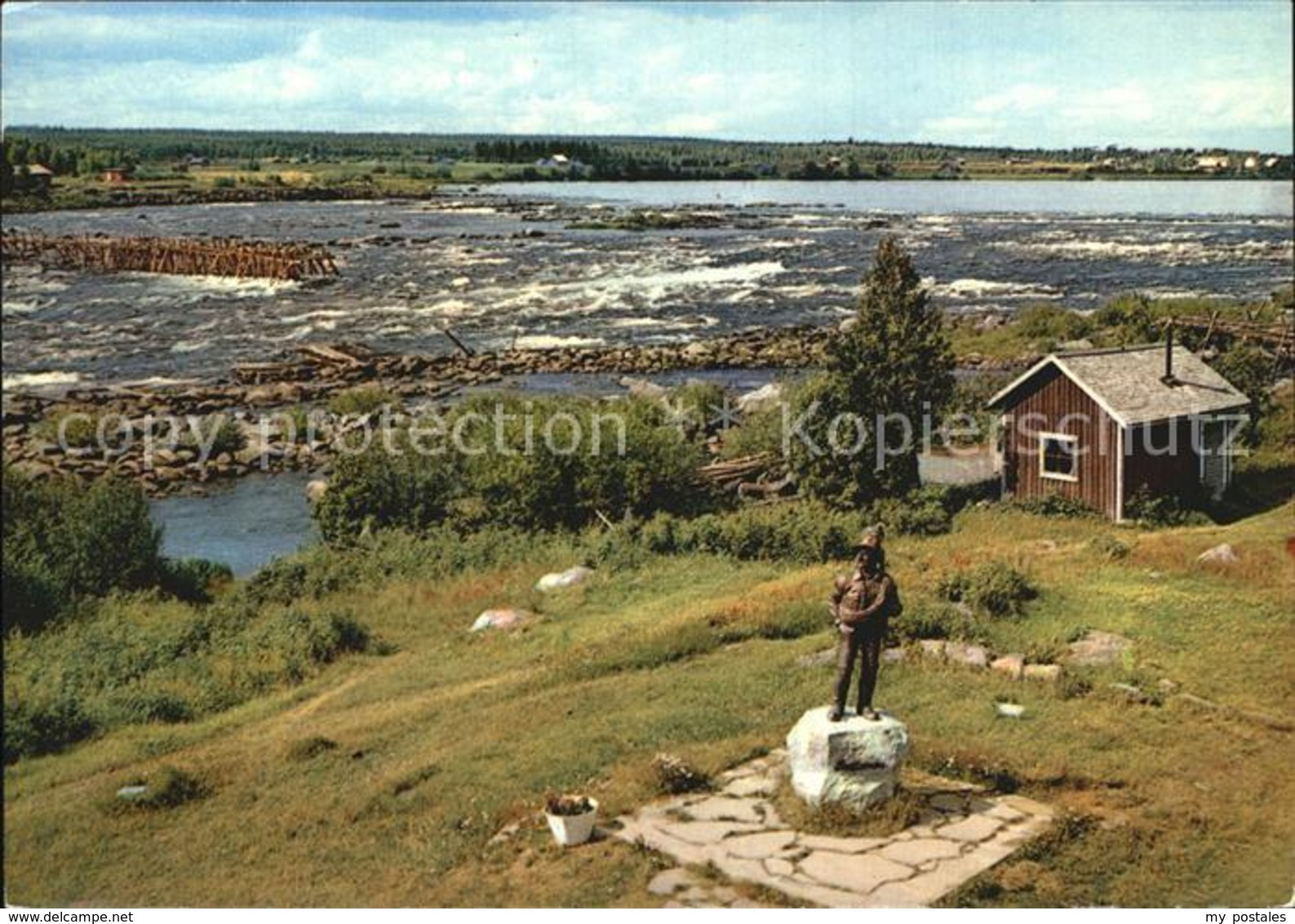 72455643 Finnland Suomi Lappland Wasserfall Statue Faehrmann Finnland - Finnland