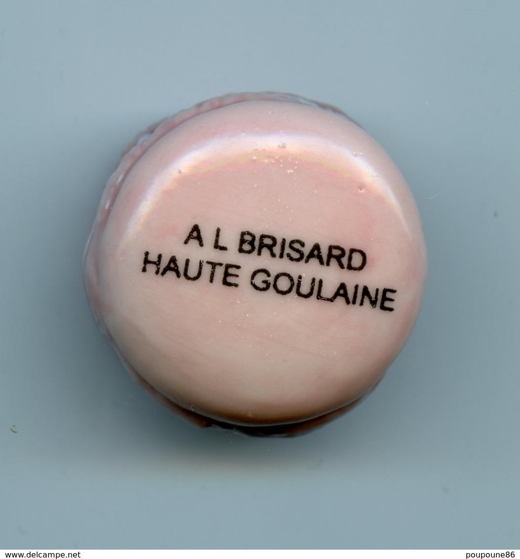 FEVE PERSO - MACARON ROSE PALE - A. L.  BRISARD - HAUTE-GOULAINE - 44    PATISSERIE - Fèves