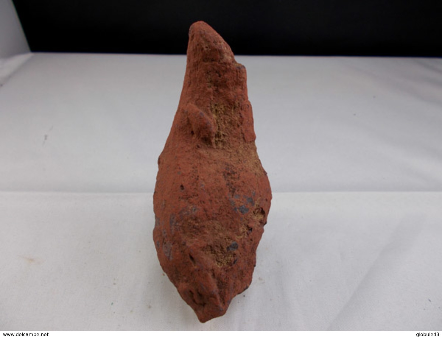 BOMBE VOLCANIQUE  9,5 X 4, Cm LE PUY EN VELAY - Minerals