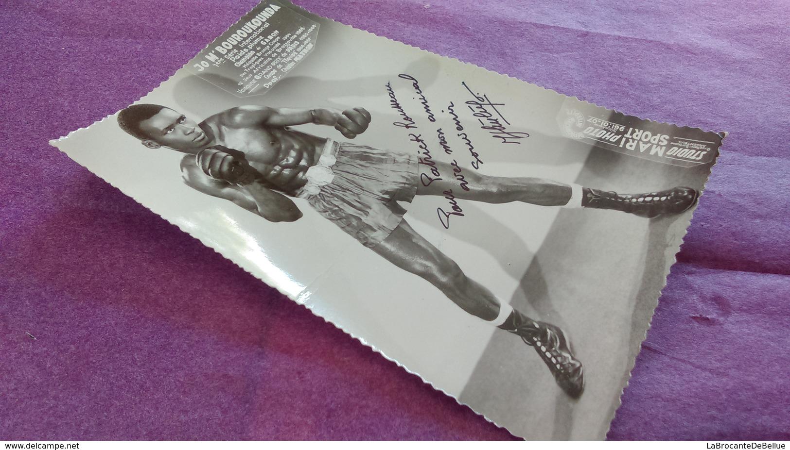 PHOTO BOXE DEDICACEE : M'BOUROUKOUNDA Jo, Poids Plume. Champion Du Gabon Studio Mari Sports. - Boxe