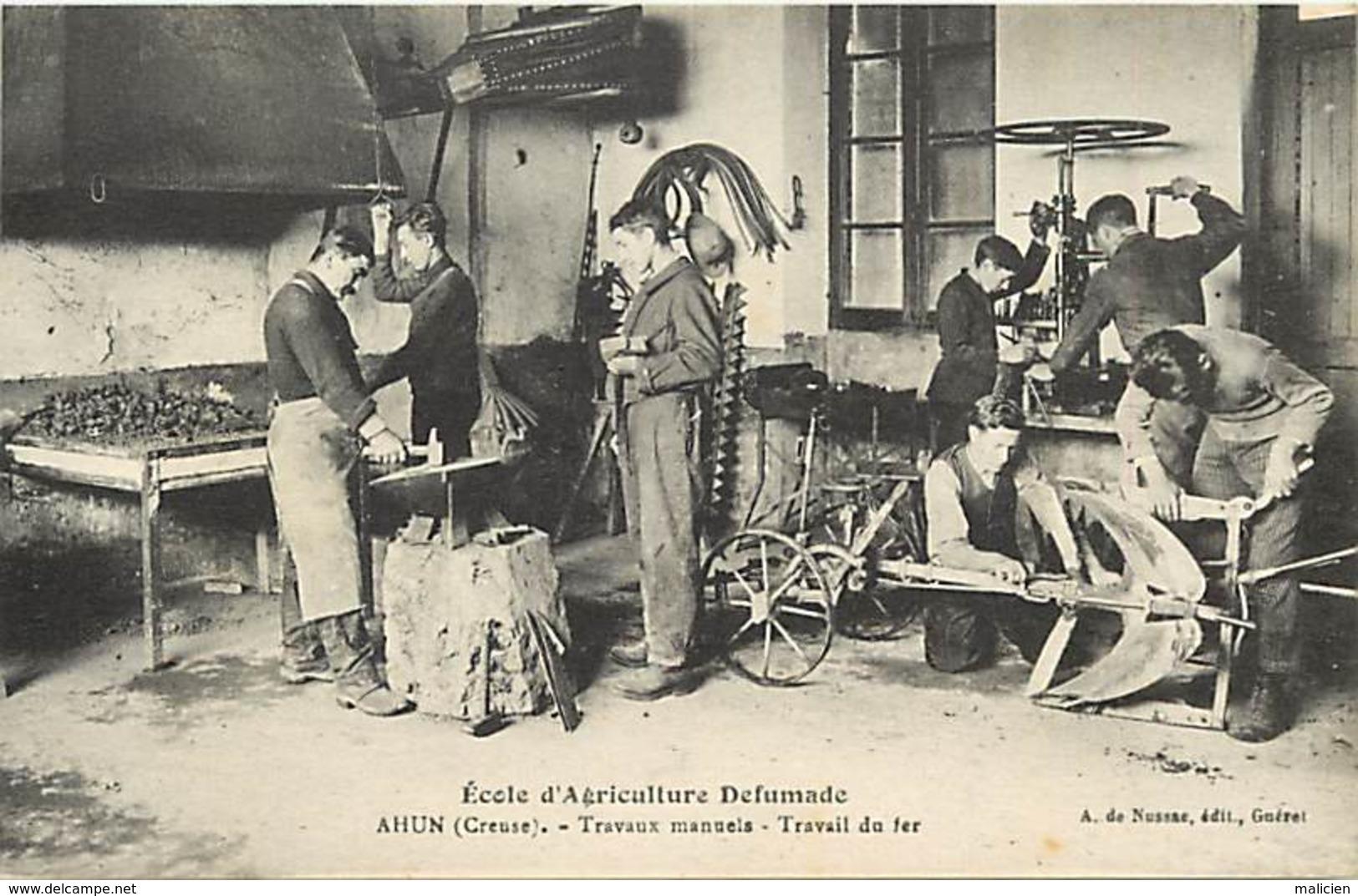 - Thèmes -ref-W954- Ecole D Agriculture Defumade - Ahun - Creuse - Travail Du Fer - Forgerons - Forgerons - - Métiers